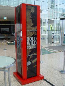 Peerless-AV Quad Kiosk für das LG Ultra Stretch 86BH5C Display