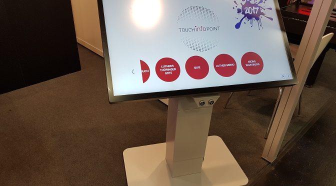 <strong>Höhenverstellbarer TouchInfoPoint von VST</strong>
